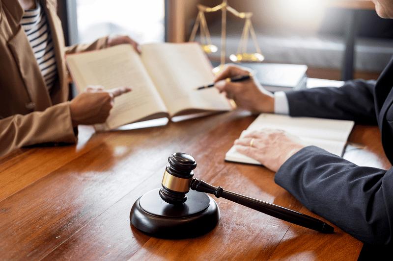 юрист помогает с юридической регистрацией в СПб